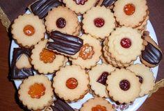 Linecké cukroví Cookie Table, Czech Recipes, Christmas Cookies, Pineapple, Fruit, Czech Food, Sweet, Bakken, Xmas Cookies
