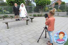 Kleuters maken een trouwreportage van elkaar, kleuteridee.nl, thema fotograaf, Kindergarten Photgrapher theme.