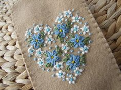 Daisies Forget-me-nots - like using the knots to make the different color forget me nots