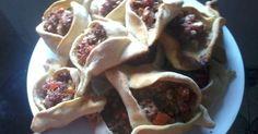 Fabulosa receta para Sfijas fáciles (empanadas árabes). Las típicas empanadas árabes de cane picada y cebolla, aliñada con limón y…
