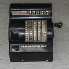 Nothing like the good old accounting system. This #antique cash register is in great condition considering the year it was made. #DedekkeAntiques