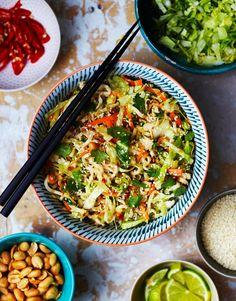 Nuudeli-varhaiskaalisalaatti   Kasvis, Arjen nopeat   Soppa365 Ketogenic Recipes, Raw Food Recipes, Asian Recipes, Diet Recipes, Healthy Recipes, Ethnic Recipes, Vegan Food, Healthy Food, Vegan Recepies