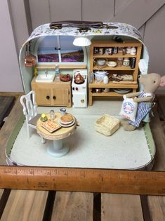 The Beach Hut Fish & Chip Shop. Featuring Maileg Little Brother Mouse in Box. A detailed Diorama inside a small Sass and Belle suitcase Modern Dollhouse, Diy Dollhouse, Dollhouse Furniture, Dollhouse Miniatures, Miniature Rooms, Miniature Houses, Granny Gifts, Mini Doll House, Tiny Dolls
