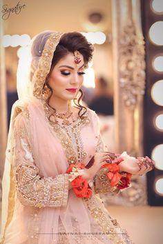 Ideas for dress wedding pakistani colour Bridal Dupatta, Bridal Mehndi Dresses, Wedding Dresses For Girls, Pakistani Wedding Dresses, Dress Wedding, Wedding Bride, Bridal Looks, Bridal Style, Feminine Fashion