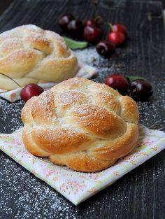 Baker's corner...somewhere in my kitchen: Brioche buns with egg whites