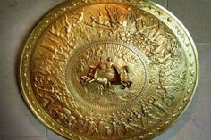 H «Ασπίδα του Αχιλλέα» είναι η ασπίδα που χρησιμοποίησε ο Αχιλλέας για να πολεμήσει τον Έκτορα...Ο Όμηρος αφιερώνει στην ασπίδα του Αχιλλέα τουλάχιστον 134 στίχους στην Ιλιάδα, το απόσπασμ