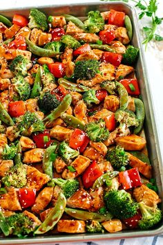 This Sheet Pan Sesame Chicken and Veggies makes the perfect weeknight dinner that's healthy, delicious and easily made all on one pan in under 30 minutes! Perfect recipe for your Sunday meal prep too! food recipes Sheet Pan Sesame Chicken and Veggies Healthy Dinner Recipes For Weight Loss, Healthy Supper Ideas, Easy Meals For Dinner, Healthy One Pot Meals, Healthy Recipes For One, Healthy Dinner Meals, Clean Eating Dinner Recipes, Ideas For Supper, Meal Prep Dinner Ideas