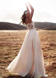 Charming Chiffon Spaghetti Straps Neckline A-line Wedding Dresses With Lace Appliques