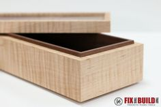 jewelry box DIY Wooden Keepsake Box - Would be a fun project for the boys to do with me. - Learn how to make a simple jewelry box that requires no special hardware. This is the perfect box to build for your first woodworking box project! Woodworking Workshop Plans, Woodworking Furniture Plans, Woodworking Box, Woodworking Projects, Youtube Woodworking, Woodworking Machinery, Custom Woodworking, Wood Projects, Workbench Plans