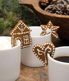 73 DIY Small Christmas Gingerbread House Cookies for Kids Christmas Cooking, Christmas Desserts, Holiday Treats, Christmas Treats, Holiday Recipes, Christmas Cupcakes, Kids Christmas, Cookies For Kids, Xmas Cookies