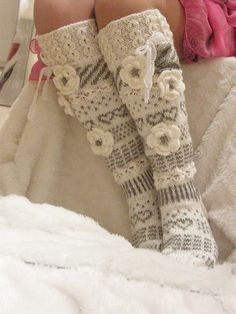Suomi on miljoonien villasukkien maa – kuvaa meille omasi Wool Socks, Knitting Socks, Hand Knitting, Crochet Slippers, Knit Crochet, Crochet Hats, Knitting Patterns, Crochet Patterns, Fluffy Socks