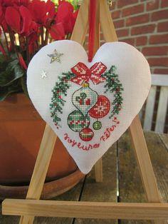 DMC-Acufactum-Point de croix-Deko Herz-Veronique Enginger-Leinen-Weihnachtsmotiv   eBay Christmas Cross, Xmas, Christmas Ornaments, Christmas Embroidery, Cross Stitch, Holiday Decor, Handmade, Inspiration, Home Decor