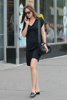 Share, rate and discuss pictures of Dakota Johnson's feet on wikiFeet - the most comprehensive celebrity feet database to ever have existed. Black Casual Outfits, Cool Outfits, Summer Outfits, Summer Clothes, Casual Wear, Dakota Johnson Feet, Dakota Johnson Style, Dakota Style, Dakota Jhonson
