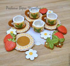Купить Земляничные пряничные чашечки для кофе или чая с блюдцами - пряники, расписные пряники, козули