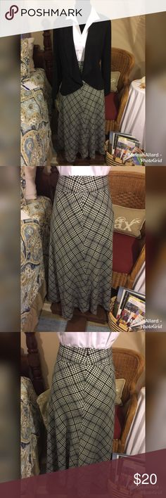 """East 5th Gray & Black A-Line Full Skirt This skirt is a poly, rayon, spandex blend and is in excellent preowned condition. It has a lining & zipper back. The length is 33.5"""" & waist 16"""" (32"""" all around). East 5th Skirts A-Line or Full"""
