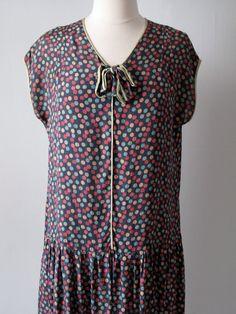 Adorable 1920s dress!