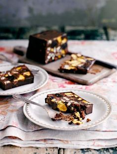Vegan chocolate, cherry & honeycomb parfait A decadent vegan treat Being a vegan doesn't mean you can't create knockout puddings. This dark chocolate, honeycomb, almond and berry dessert is even better than it sounds