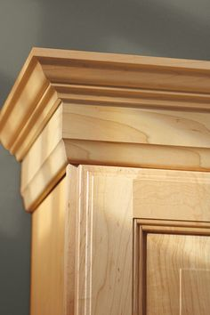 Classical Crown Moulding has a subtle and sculptural design that makes a sophisticated accent and focal point in a room. House Gate Design, Door Design, Kitchen Cabinet Crown Molding, Archway Decor, Wooden Wardrobe, Mould Design, Moldings And Trim, Diy Home Crafts, Panel Doors