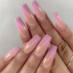 Semi-permanent varnish, false nails, patches: which manicure to choose? - My Nails Cute Acrylic Nails, Gel Nails, Nail Polish, Coffin Nails, Fade Nails, Stiletto Nails, Fabulous Nails, Gorgeous Nails, Nagel Gel