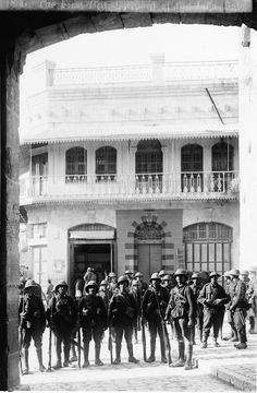 British soldiers at Jaffa Gate in Jerusalem on the day of the Ottoman surrender of the city to British forces,c.1917.