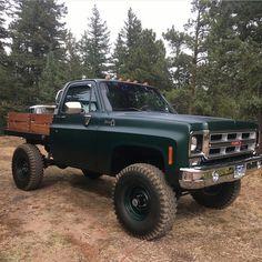 ideas for trucks Chevy 4x4, Chevy Pickup Trucks, Classic Chevy Trucks, Gm Trucks, Chevy Pickups, Lifted Trucks, Cool Trucks, Lifted Chevy, Gmc 4x4