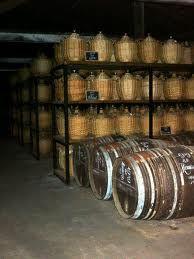 Connaissez-vous-alsace, à la différence d'autres régions viticoles, les vins d'Alsace ne sont pas définis d'après les villages d'où ils se produisait, mais d'après le nom du raisin ?  http://connaissez-vous-alsace.com/connaissez-vous-les-vins-alsace/