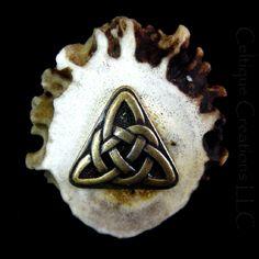Celtic Triangle Knot Deer Antler Kilt Pin Handmade Cap Badge Brass | celtique_creations - Accessories on ArtFire