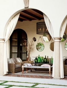 http://www.ourboathouse.com/blog/designer-tips-style-your-outdoor-coastal-space/