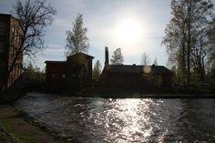 Vesivoimalaitos ja entinen valimo Forssan Kehräämöllä.