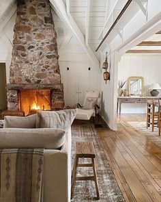 Hill Interiors, Amber Interiors, Cottage Living, Home And Living, Living Rooms, Cottage Style, Family Rooms, Little Cabin, Cheap Apartment