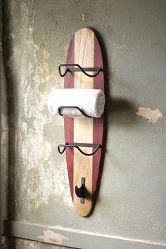 Surfs Up! This wooden surfboard towel rack is perfect for those looking for a unique storage piece with lots of vintage coastal flair. Surf Decor, Decoration Surf, Surfboard Decor, Wooden Surfboard, Surfboard Table, Surfboard Rack, Beach House Bathroom, Beach Bathrooms, Beach House Decor