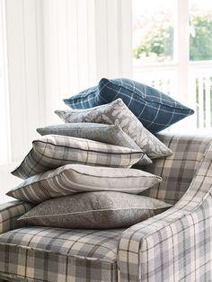 """Wichtig bei der Einrichtung: ein kleiner """"Farbtupfer"""" darf nicht fehlen. Fotocredits: ROMO Throw Pillows, Blanket, Bed, Colors, Homes, Toss Pillows, Cushions, Stream Bed, Decorative Pillows"""
