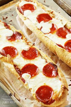 French bread pizza is one of our favorite weeknight dinners. We will show you the RIGHT way to make it so you get flavorful, cheesy, crisp pizza every time. Gourmet Pizza Recipes, White Pizza Recipes, Cooking Recipes, Homemade French Bread, Best Homemade Pizza, Garlic Bread Pizza, French Bread Pizza, Sandwiches, Pasta