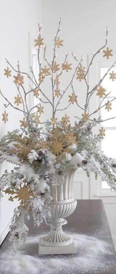 Color Outside the Lines: Love ... White Christmas Decor.     This is beautiful, I will be doing this next Christmas.