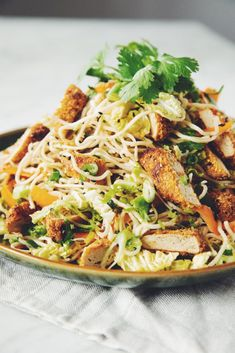 This vegan crispy chicken asian noodle salad the perfect thing to take to a summer party! Meatless meats from Gardein are a delicious vegan option. Asian Chicken Noodle Salad Recipe, Crispy Chicken Salads, Crispy Noodles, Asian Chicken Salads, Asian Noodles, Vegan Chicken Salad, Garlic Noodles, Chicken Recipes, Salads