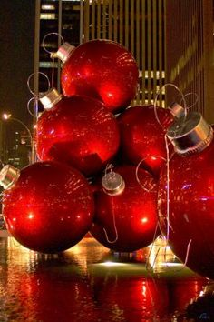 Christmas in NYC ~ ❤ Christmas in NY!! Not only are the people big in America...so r our balls..Lol