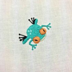 tree frog : Embroidered tree frog Embroidered tree frog : Embroidered tree frog Learn how to chain feather stitch in embroidery Broderie Bargello, Diy Broderie, Diy Embroidery, Cross Stitch Embroidery, Embroidery Patterns, Embroidery Transfers, Vintage Embroidery, Machine Embroidery, Ideias Diy