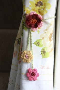 Simple Curtain Ties- Cherry Heart free pattern