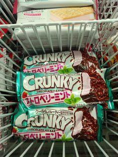 "Lotte ""CRUNKY chocolate strawberry mint"" ice cream bar"