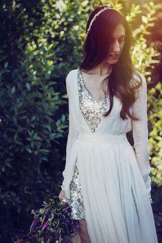 Espectacular Raquel Ferreiro con su vestido de novia diseño de ella misma {Foto, Noire et Blanche} #slowbride #realbride #vestidodenovia #weddingdress #tendenciasdebodas