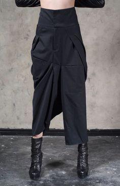 128 e Original Design High Waist Wide Leg Culottes Big Crotch Harem Pants // Cotton Asymmetrical Slacks Trouser Dope Fashion, Fashion Pants, Girl Fashion, Samurai Pants, Black Wardrobe, Baggy Clothes, Androgynous Fashion, Trousers Women, Textiles