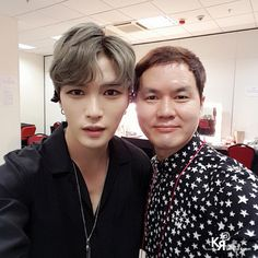 "#170311 #Jaejoong with hair stylist - KangHo the Red Carpet : ""재중 [2017 KIM JAEJOONG ASIATOUR The REBIRTH of J in Hongkong] Backstage 강호원장님과 함께 콘서트 백스테이지에서 ❣️ +…"""