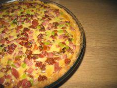 Pörden Keittiössä: Gluteeniton tomaatti-kinkkupiirakka