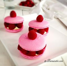 """""""Ispahan"""" Rose Macaron"""