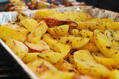 Küchenzaubereien: Kräuterbutter-Kartoffelspalten vom Grill
