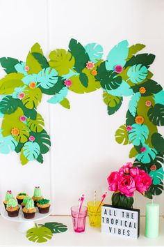 Tropical bachelorette party decor - tropical greenery garland on dessert table {Courtesy of Studio DIY} Bachelorette Decor Festa Party, Luau Party, Diy Party, Party Shop, Tropical Home Decor, Tropical Vibes, Tropical Interior, Tropical Furniture, Tropical Colors
