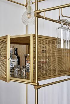 Trendy home bar display design ideas Architecture Restaurant, Restaurant Design, Restaurant Bar, Bar Shelves, Display Shelves, Gold Shelves, Pipe Shelves, Brass Shelving, R Cafe