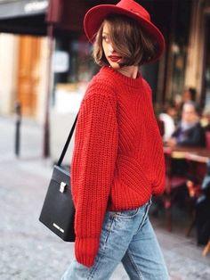 L'enjeu de cet automne ? Réussir à dénicher un pull-over au rouge parfait.
