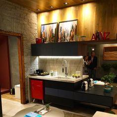 """Mostra Village Arte Decor: Neste cantinho da """"Casa do Arquiteto"""" os profissionais abusaram da criatividade e ousadia e revestiram parte da parede e o teto com o Piso Vinílico Vivace um produto exclusivo Ulishop! #ulishop #arquiteto #arquitetura #decor #decoração #decoradores #designerdeinteriores #inspiração #villagead #villageartedecor #home #casa #mostra #instaarch by ulish0p"""