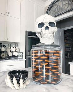 Get the best Halloween Party decor ideas here. From Halloween Outdoor decor to Porch to Lights to Bedroom, Bathroom, Living room decor for Halloween ideas. Spooky Halloween, Halloween Oreos, Halloween Celebration, Halloween Cupcakes, Halloween 2018, Halloween Party Decor, Holidays Halloween, Halloween Crafts, Halloween Kitchen Decor